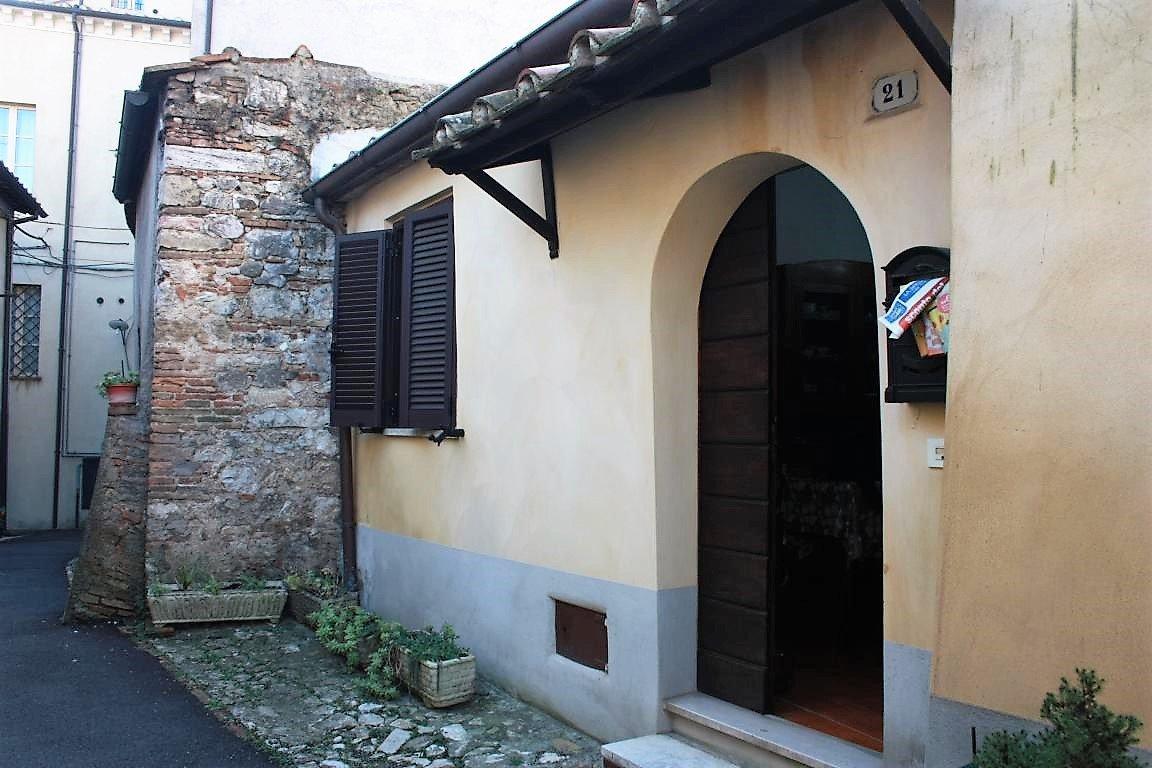 Amelia - Via Civitavecchia - Ingresso