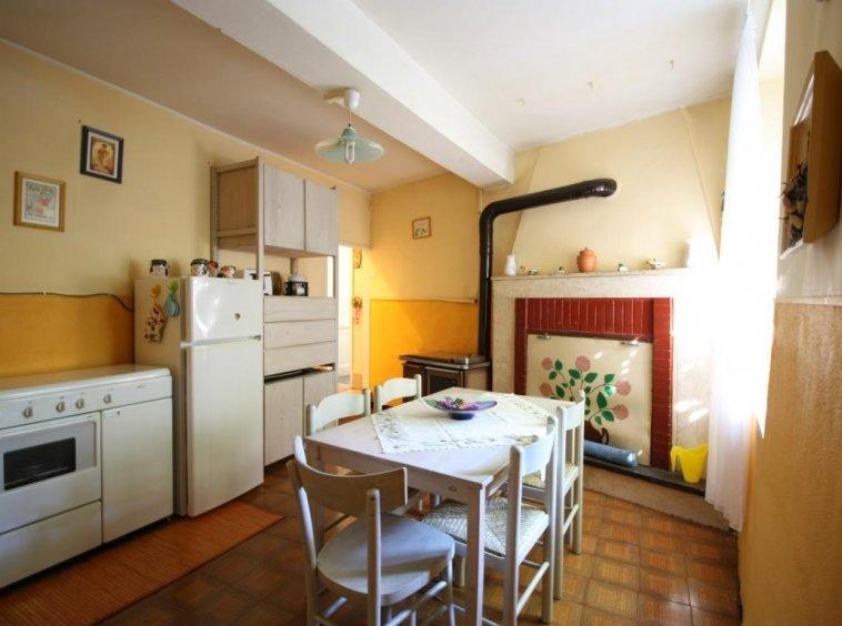 Amelia - Casa Singola con giardino - Fraz. Macchie - Salone