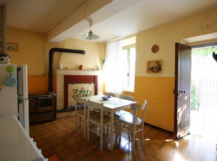 Amelia - Casa Singola con giardino - Fraz. Macchie - Salone Vista 2