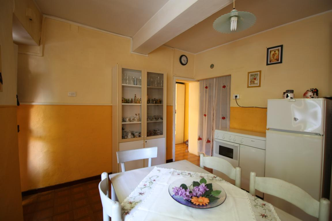 Amelia - Casa Singola con giardino - Fraz. Macchie - Salone Vista 3