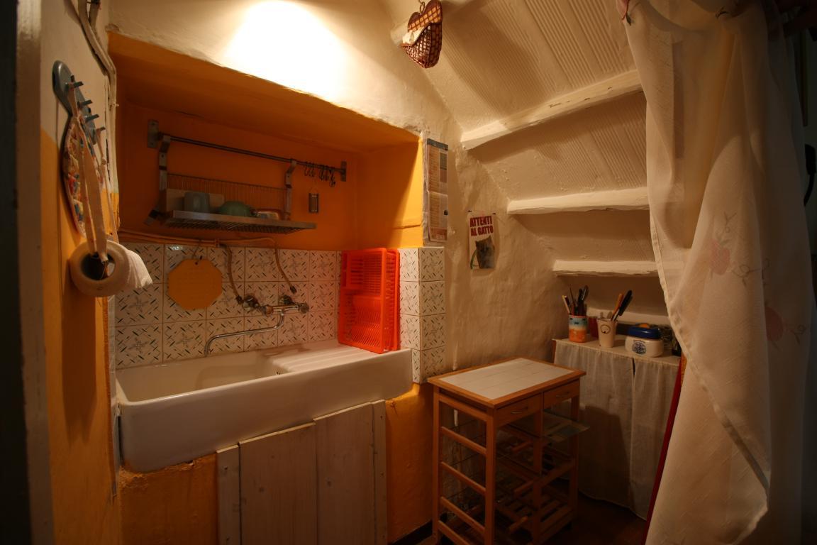 Amelia - Casa Singola con giardino - Fraz. Macchie - Angolo Cottura