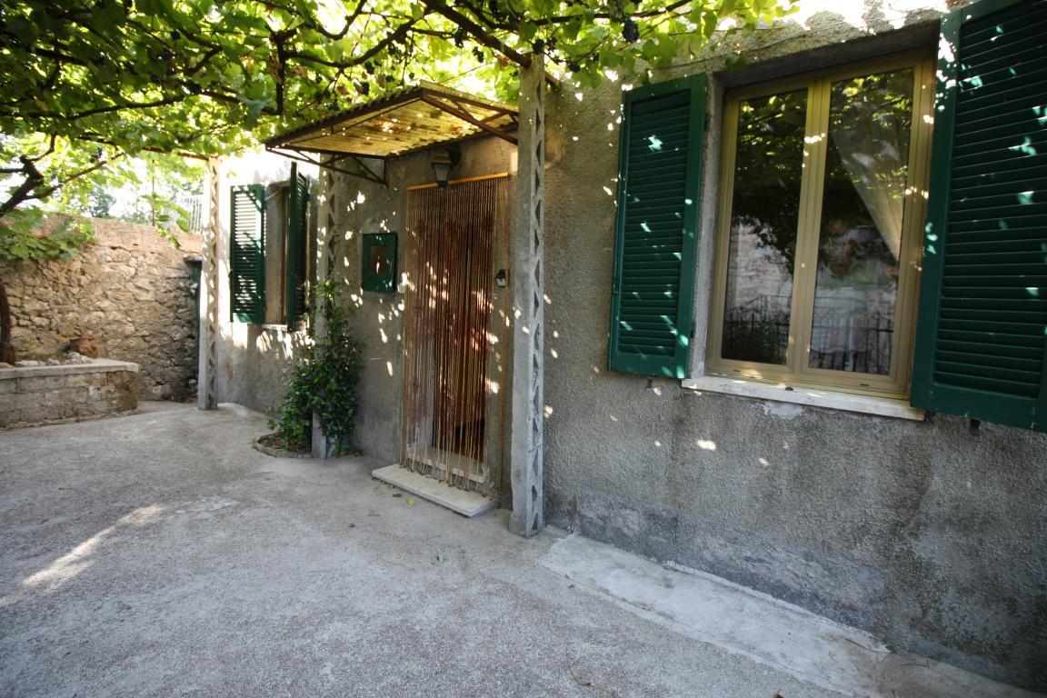 Amelia - Casa Singola con giardino - Fraz. Macchie - Amelia - Casa Singola con giardino - Fraz. Macchie -