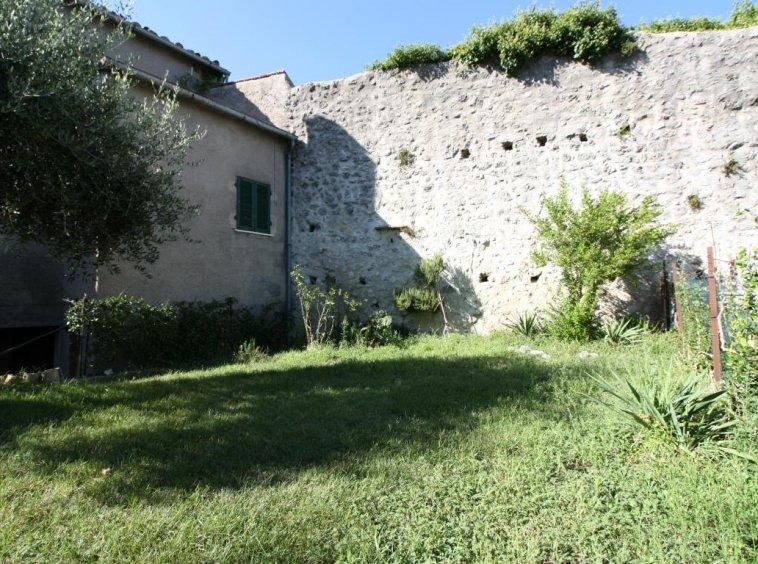 Amelia - Casa Singola con giardino - Fraz. Macchie - Giardino Privato