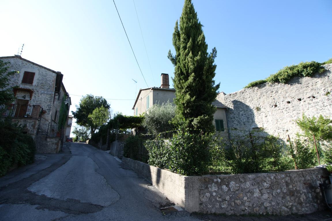 Amelia - Casa Singola con giardino - Fraz. Macchie - Vista Facciata
