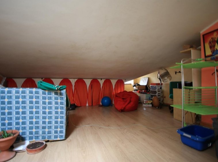 19 - Amelia - Via Roma - Appartamento - Soffitta Vista 2