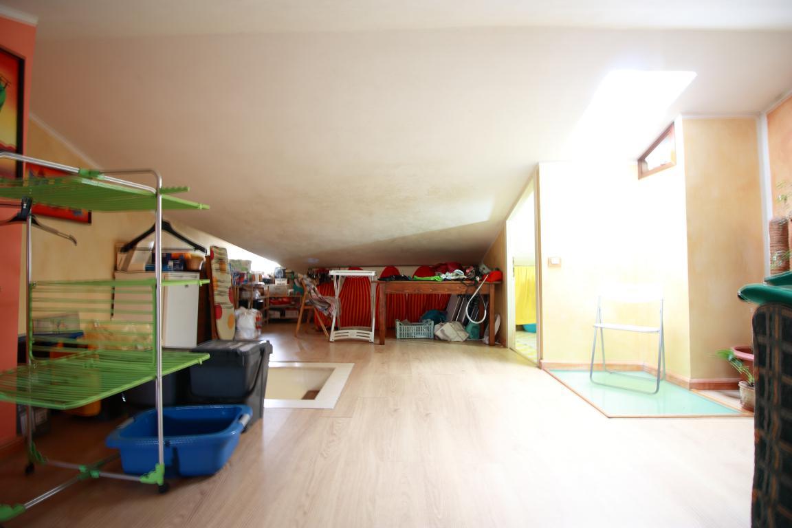 20 - Amelia - Via Roma - Appartamento - Soffitta Vista 3
