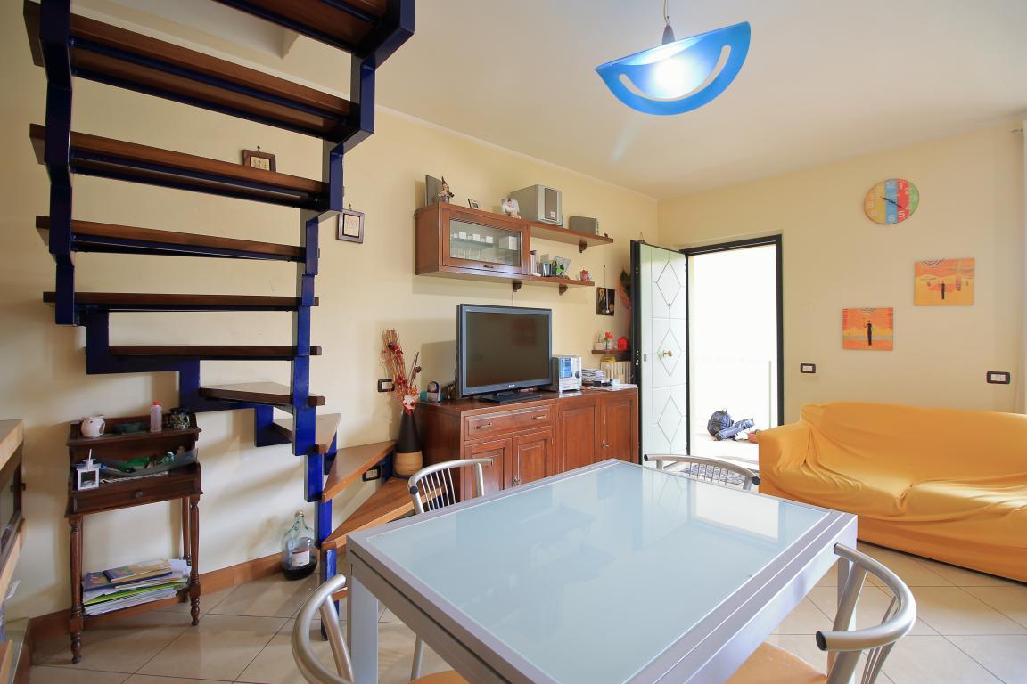 8 - Amelia - Via Roma - Appartamento - Salone Vista 5