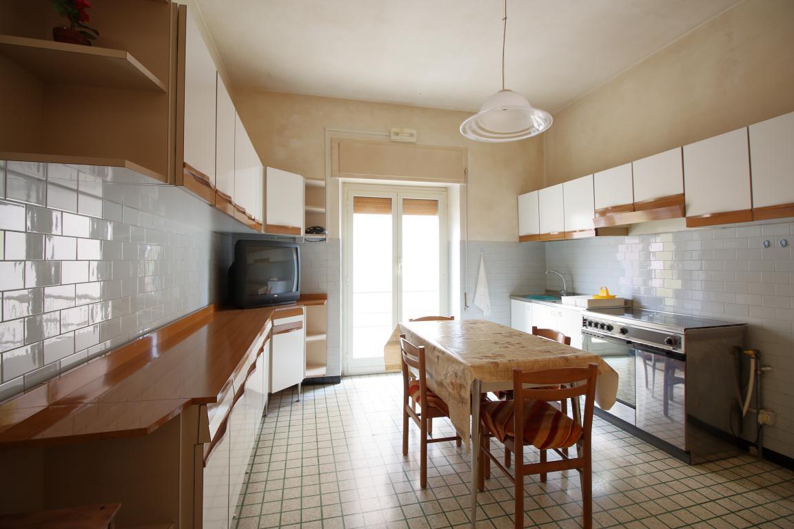 Amelia - San Crispino - Appartamento - Cucina Abitabile