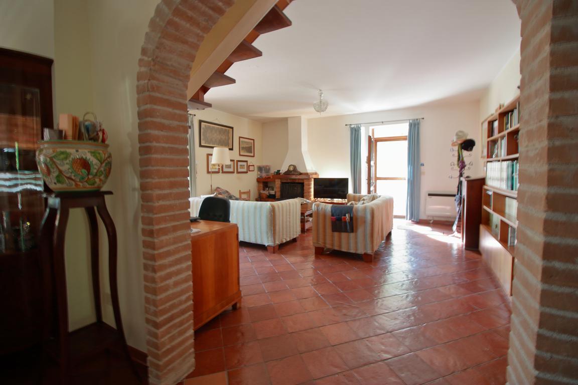 11 - Foce - Villa con giardino - Vista Salone