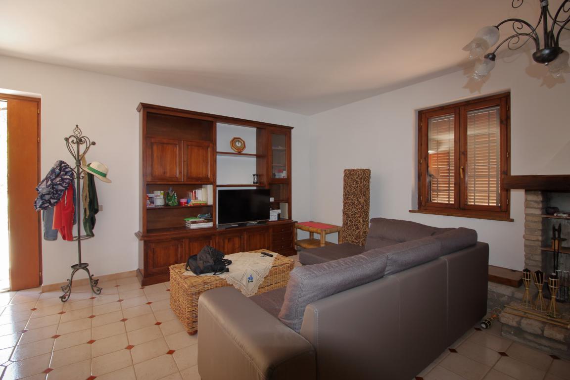 14 - Giove - Villa con Piscina - Dettagli Salone
