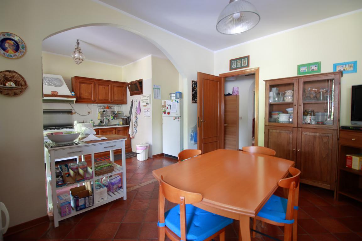 15 - Foce - Villa con giardino - Cucina
