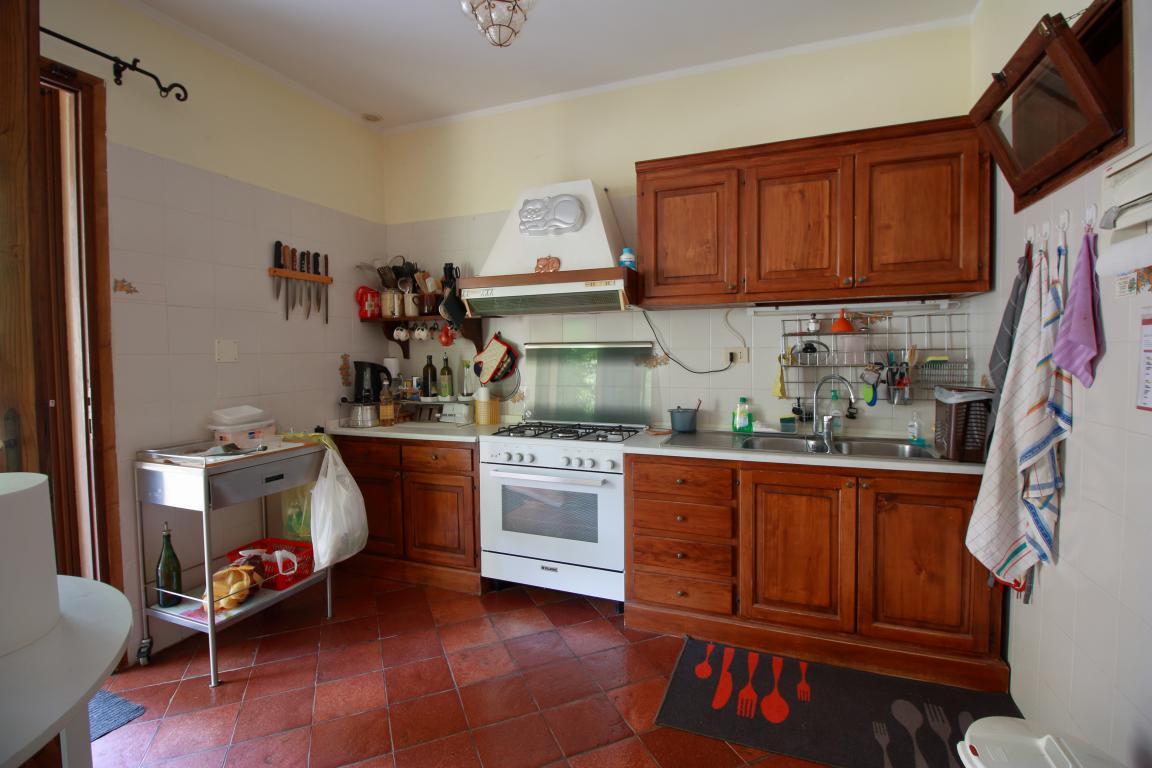 16 - Foce - Villa con giardino - Cucina Particolare