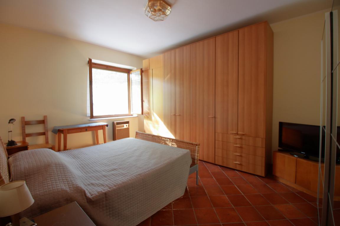 18 - Foce - Villa con giardino - Camera Matrimoniale