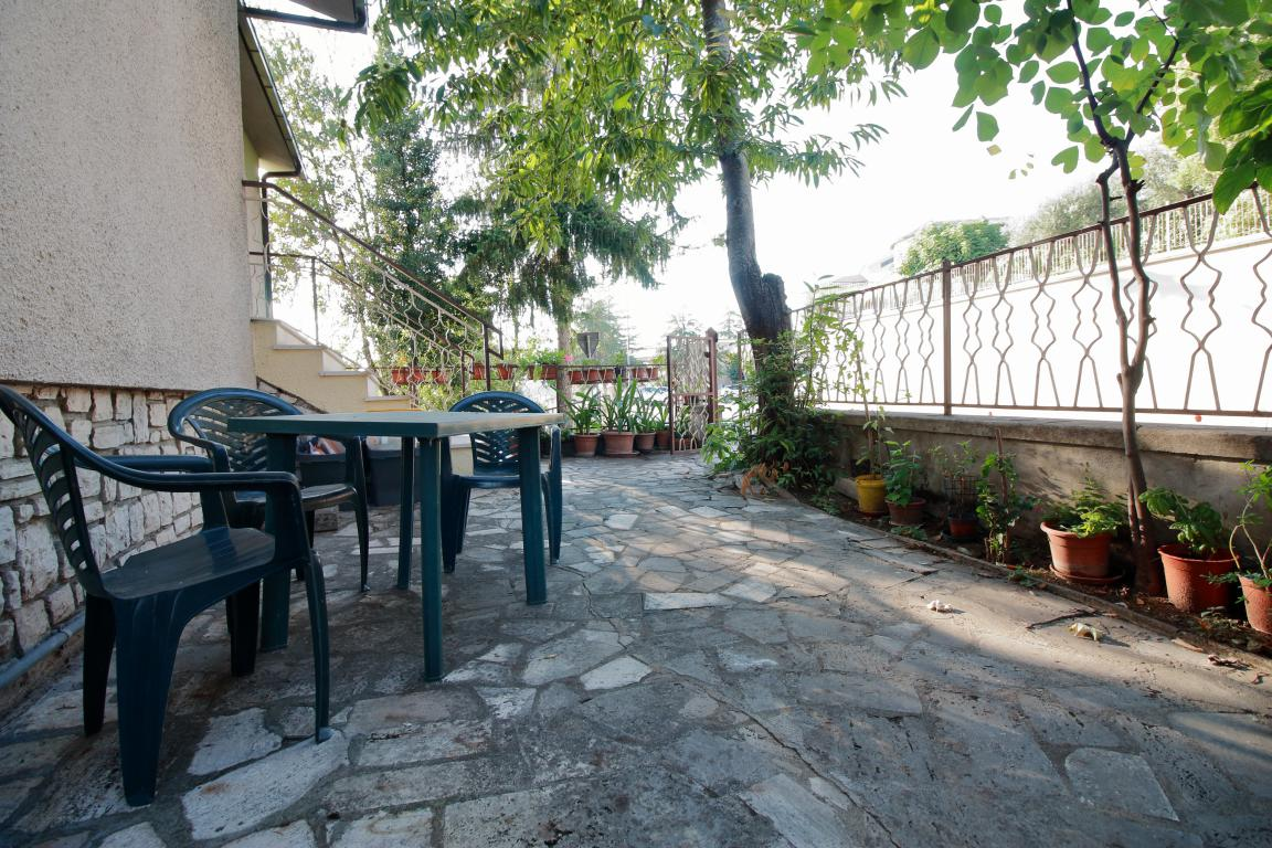 19 - Amelia - Via Alexander Lager - Apaprtamento con giardino - Vista Giardino
