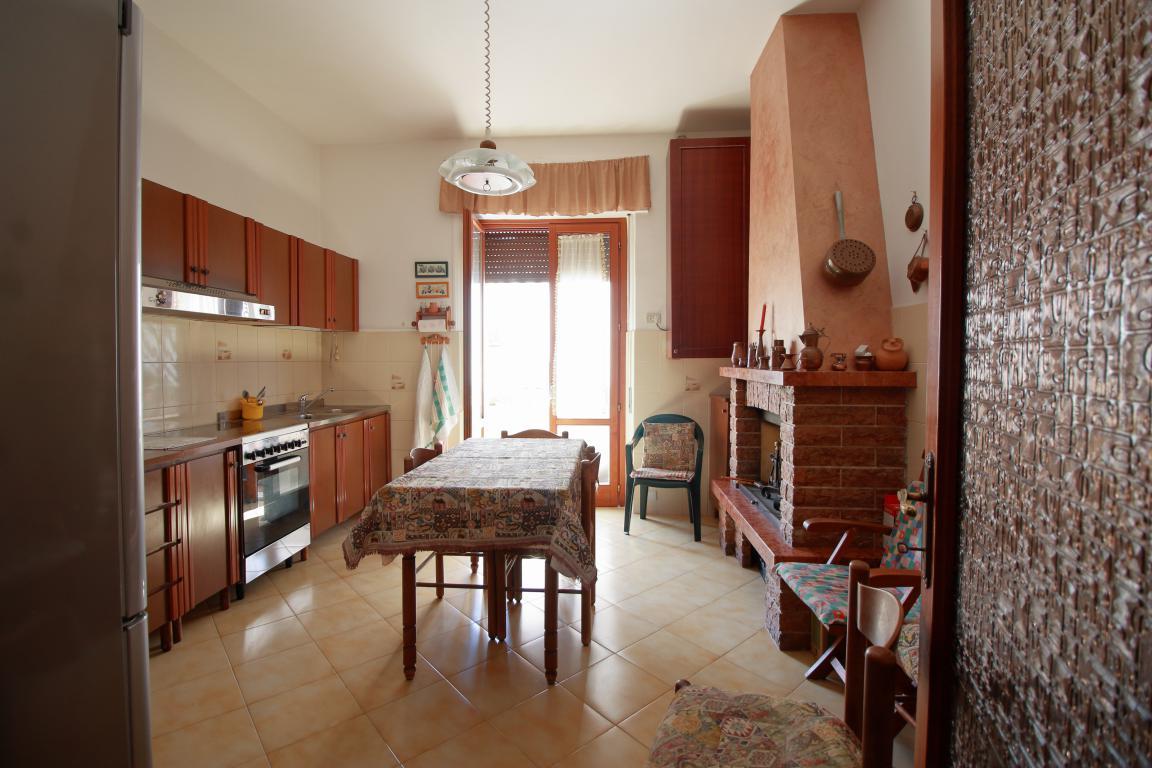 4- Amelia - Via Giardini - Cucina