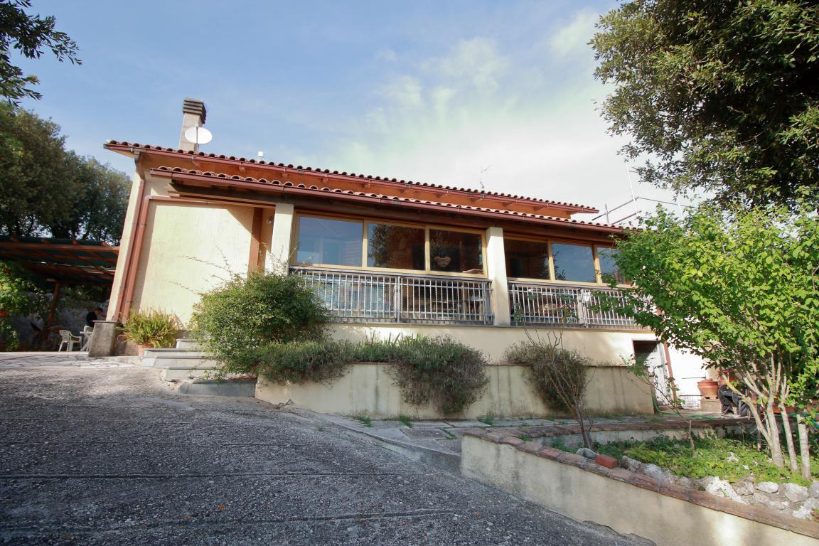 5 - Foce - Villa con giardino - Facciata