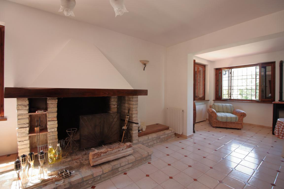 9b - Giove - Villa con Piscina - Dettagli Salone