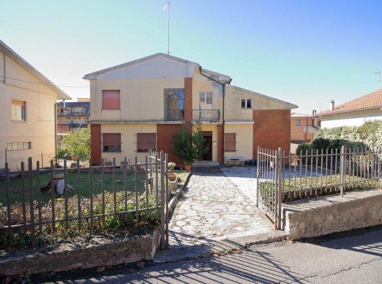 2 - Amelia - Villa - Via del Villaggio - Centrale - Esterno