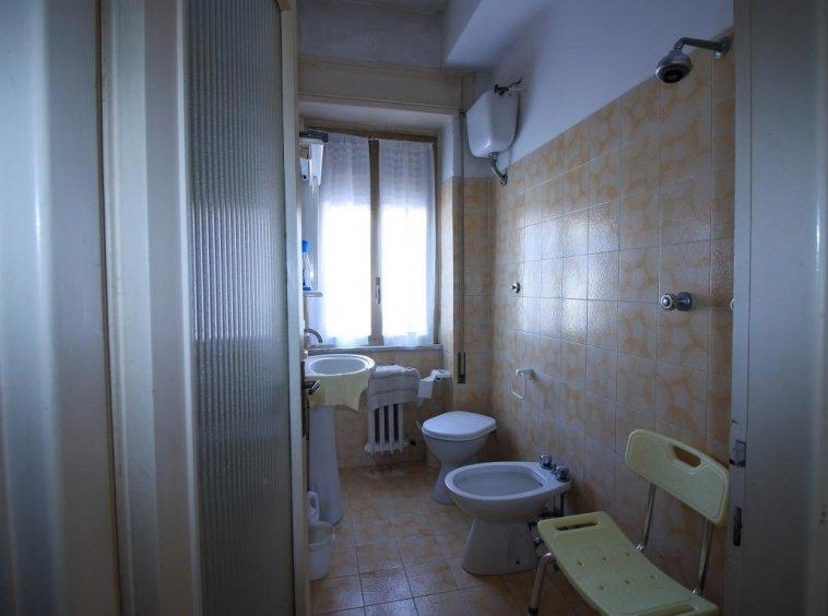 21 - Amelia - Villa - Via del Villaggio - Centrale - Bagno