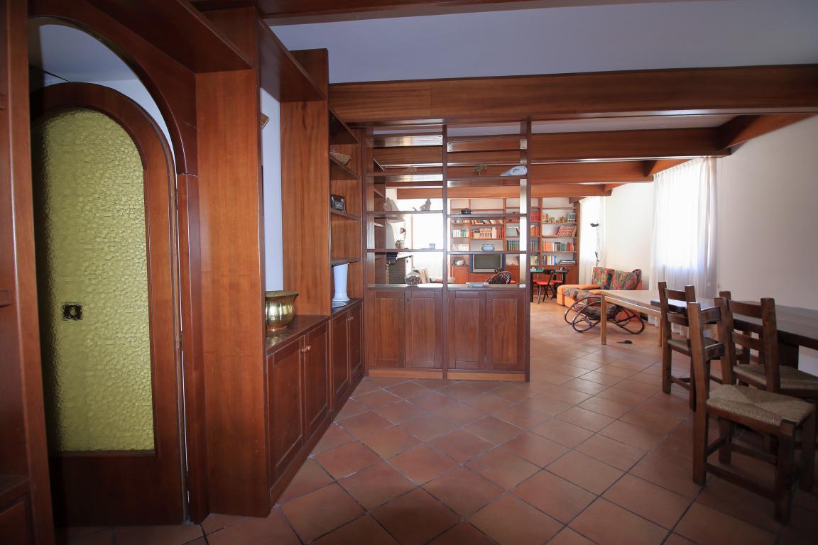 31 - Amelia - Villa - Via del Villaggio - Centrale - Taverna