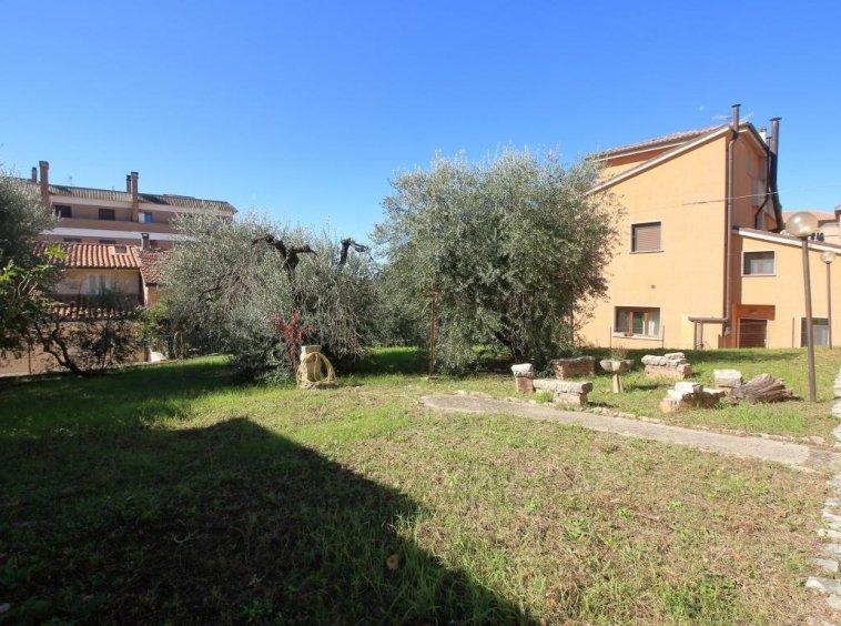 32 - Amelia - Villa - Via del Villaggio - Centrale - Giardino
