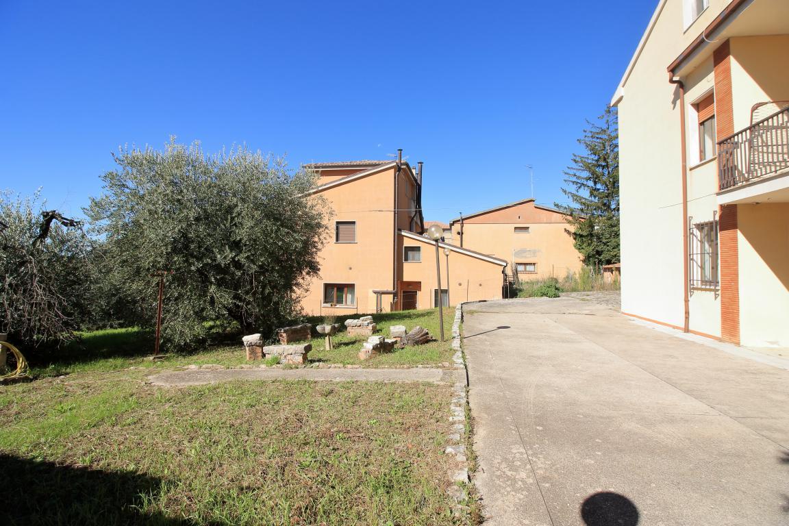 33 - Amelia - Villa - Via del Villaggio - Centrale - Giardino