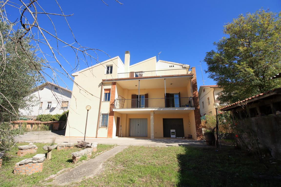34 - Amelia - Villa - Via del Villaggio - Centrale - Esterno