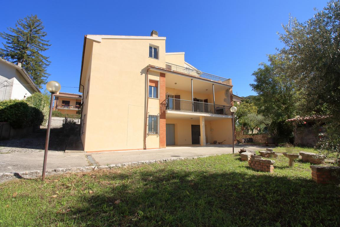 36 - Amelia - Villa - Via del Villaggio - Centrale - Esterno