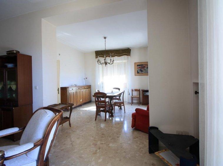 9 - Amelia - Villa - Via del Villaggio - Centrale - Salone