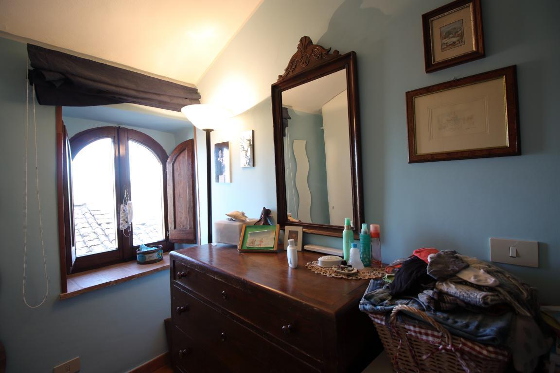 13 - Amelia - Via Civitavecchia - Dettagli Camera Matrimoniale