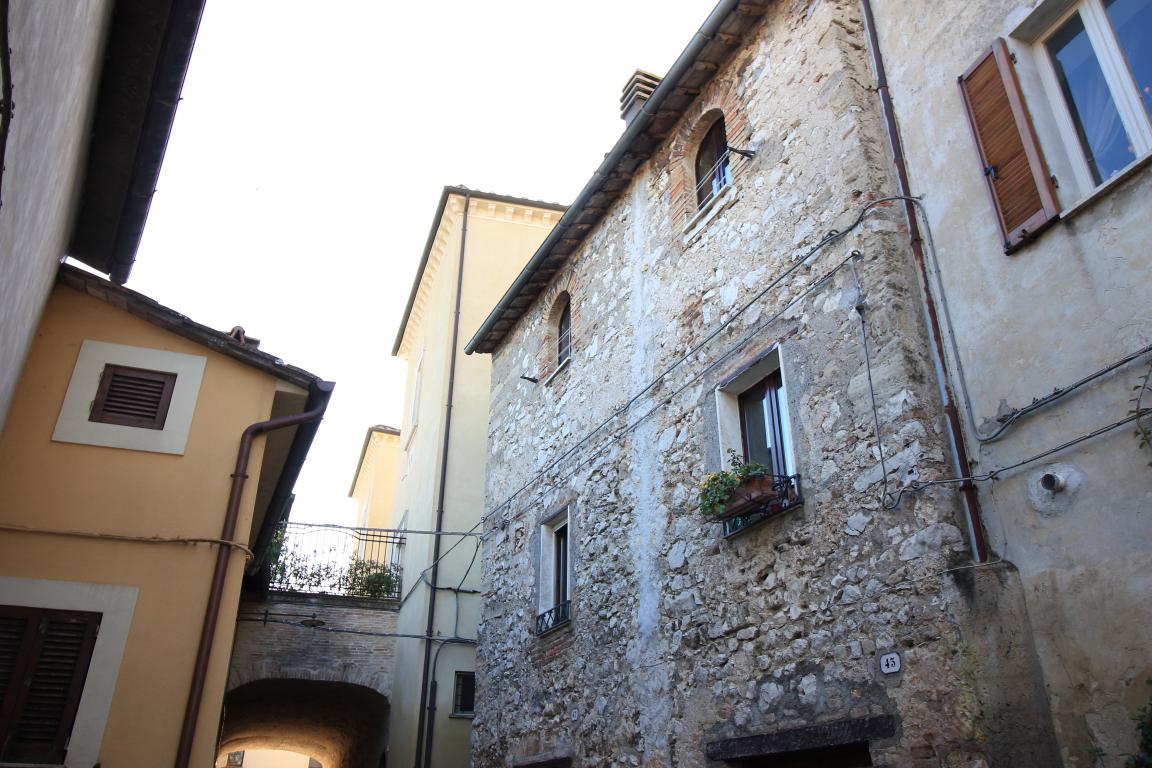 23 - Amelia - Via Civitavecchia - Dettagli Esterno