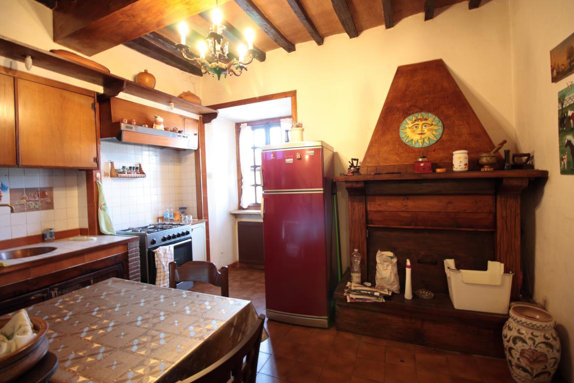 3 - Fornole - Appartamento - Cucina Camino