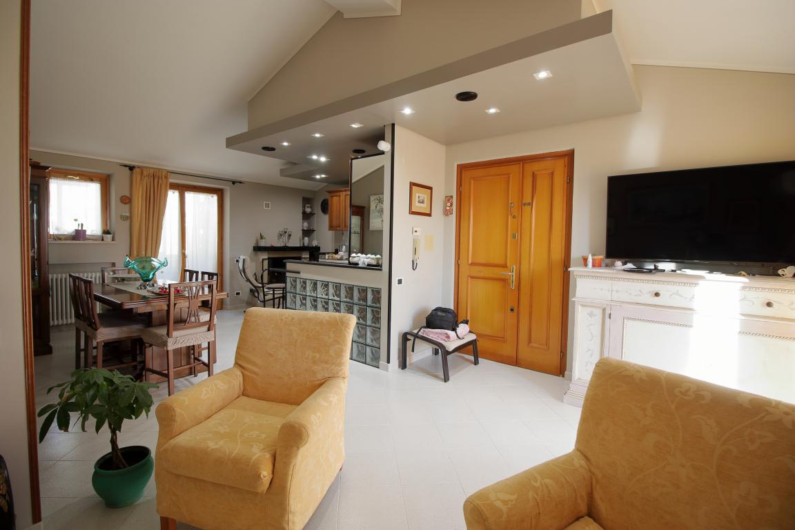 6 - Amelia - Appartamento - Via C.A. dalla Chiesa - Zona Giorno Vista 2