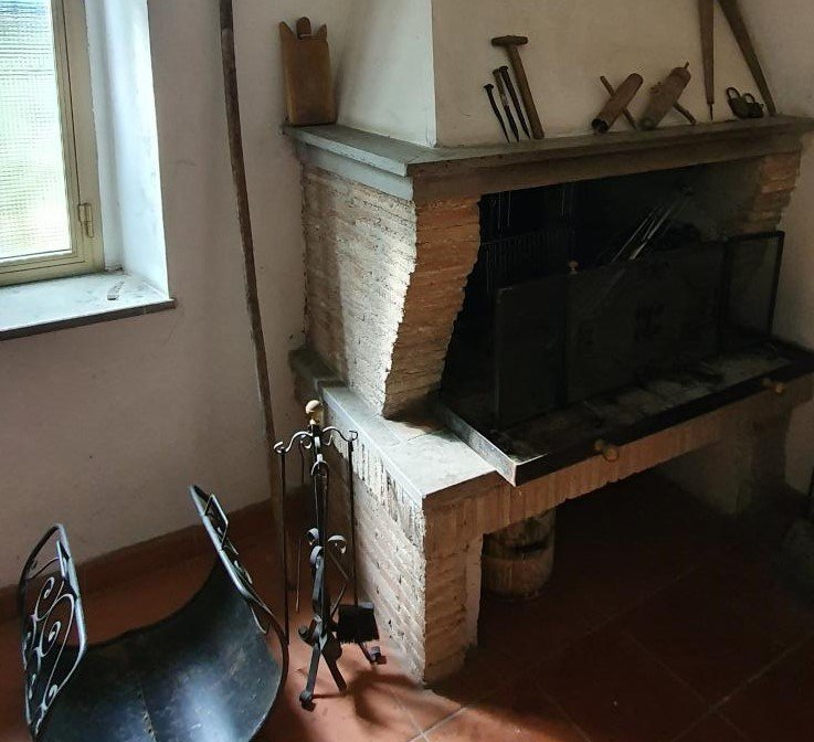 19b - Santa Restituta - Bifamiliare - Particolare Camino Taverna