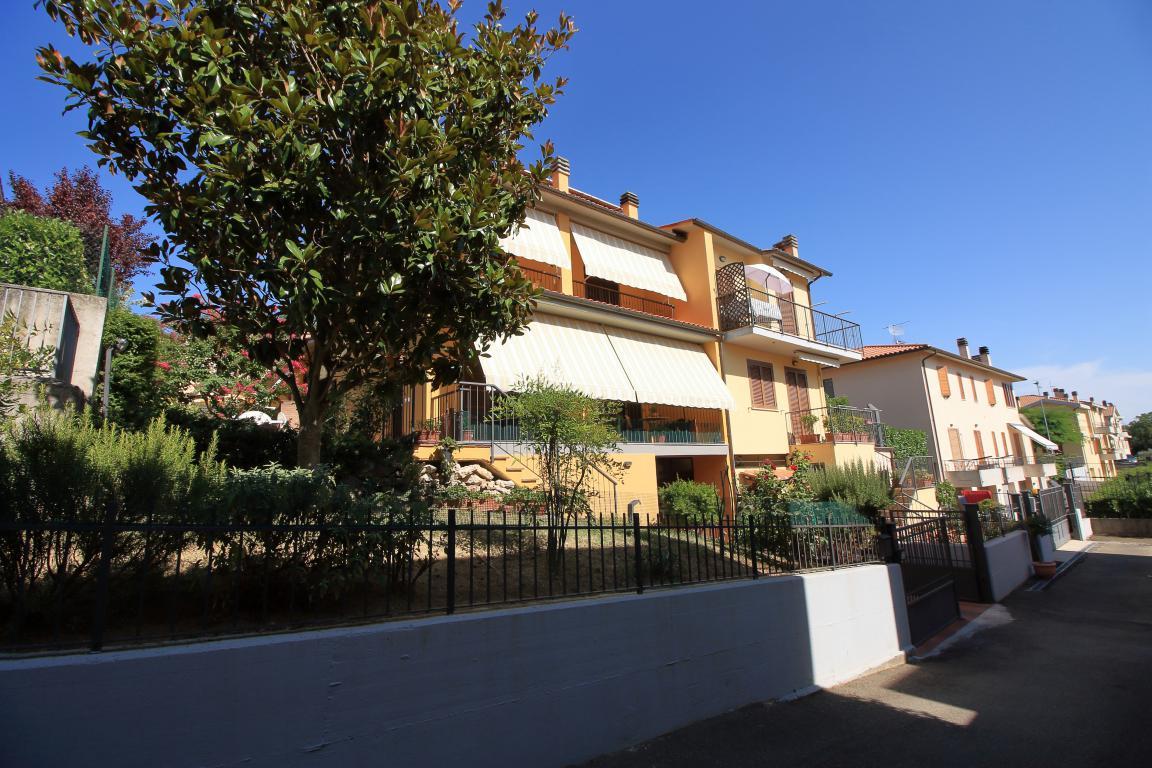 1 - Amelia - Strada del Fondo - Villa Trifamiliare - Esterni