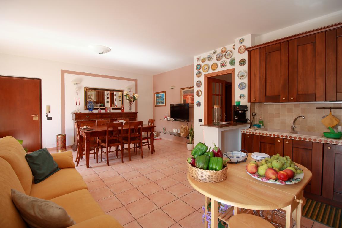 20 - Amelia - Strada del Fondo - Villa Trifamiliare - Cucina