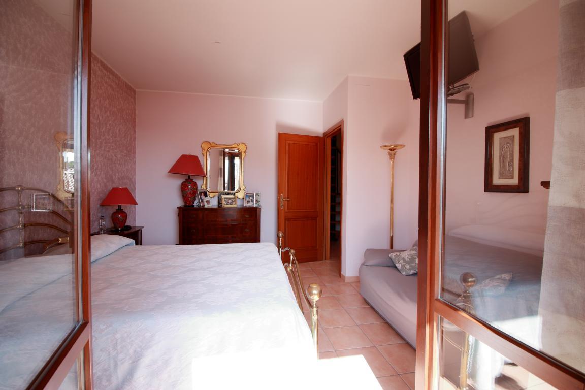 33 - Amelia - Strada del Fondo - Villa Trifamiliare - Camera Matrimoniale