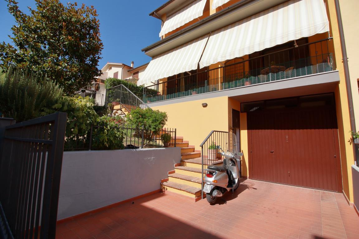 4 - Amelia - Strada del Fondo - Villa Trifamiliare - Ingresso