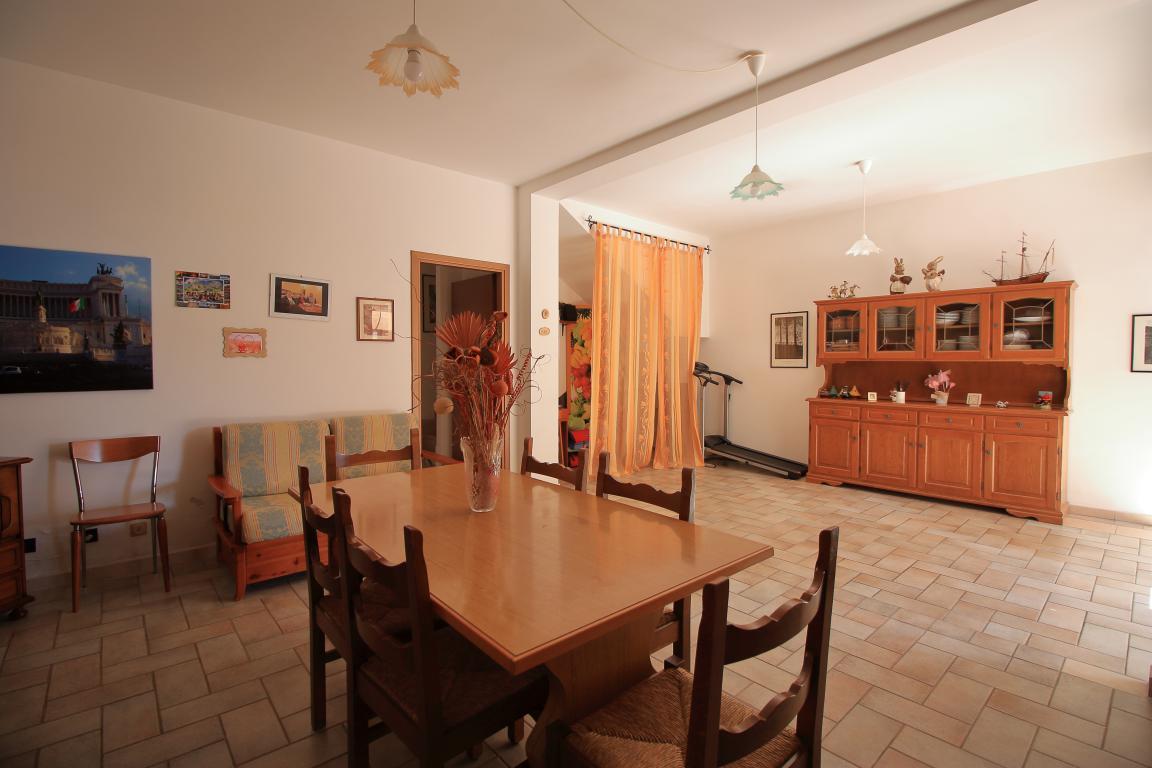 8 - Amelia - Strada del Fondo - Villa Trifamiliare - Taverna